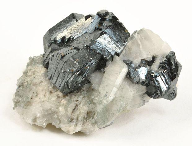 1280px-Hematite-tuc1052x.jpg